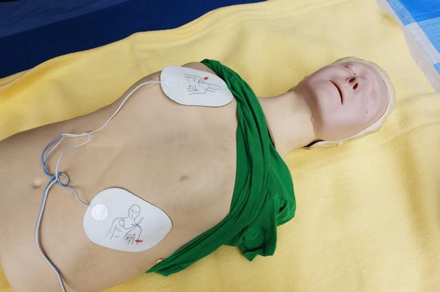 AEDの簡単な初歩や基本的な使い方・利用方法・仕様方法・やり方