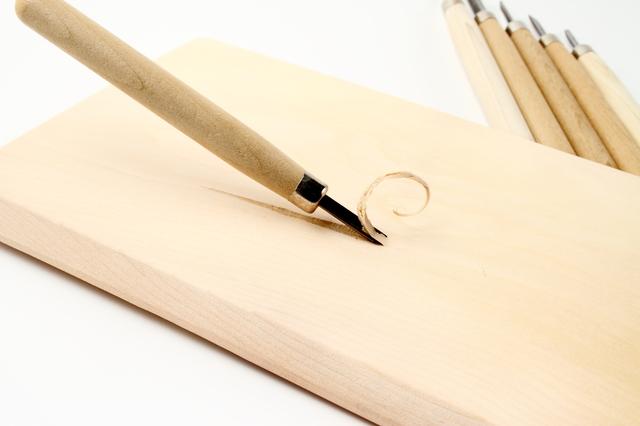 彫刻刀の簡単な初歩や基本的な使い方・利用方法・仕様方法・やり方